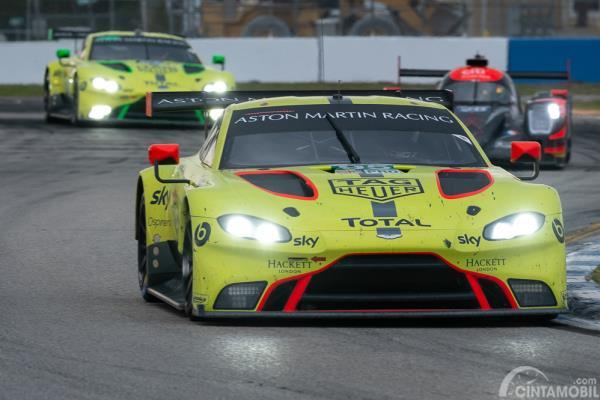 Aston Martin Vantage AMR sedang balapan di Sebring