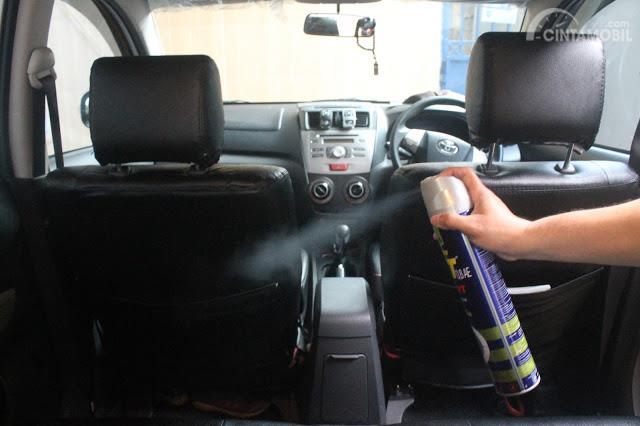Waspada, Menggunakan Semprotan Nyamuk di Kabin Mobil Bisa Berbahaya