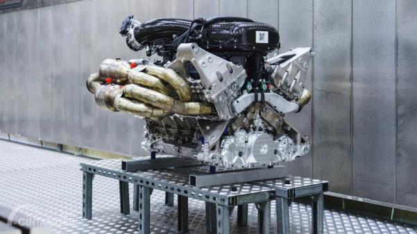Mesin V12 milik hypercar Aston Martin Valkyrie