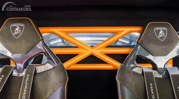 Kursi Lamborghini Huracan Sterrato 2019 hanya mampu menampung dua orang saja