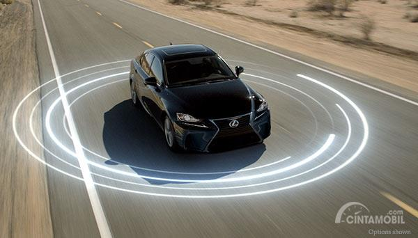 Lexus Safety System+ Akan Ditanamkan pada Seluruh Mobil Lexus Tahun Depan