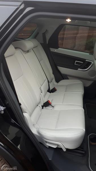 Foto interior dan jok belakang Land Rover Discovery Sport 2.0 HSE 2019