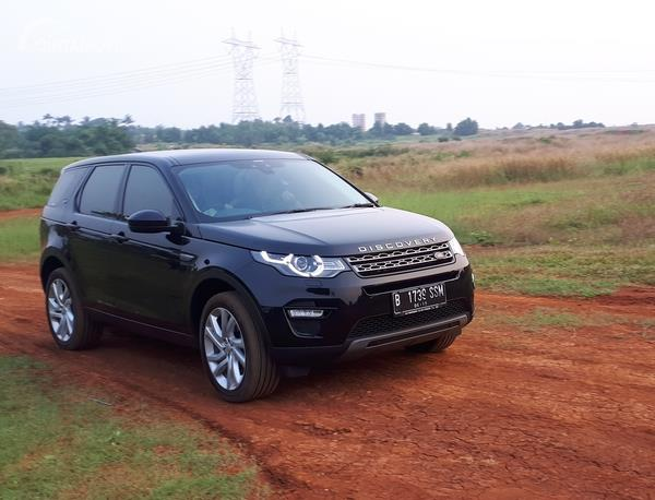 Foto Land Rover Disovery Sport 2.0 HSE 2019 di medan gravel