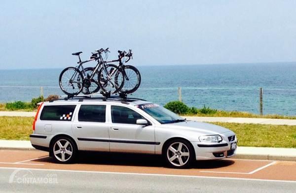 Tips Pasang Bike Rack di Mobil, Hati-hati Lepas!