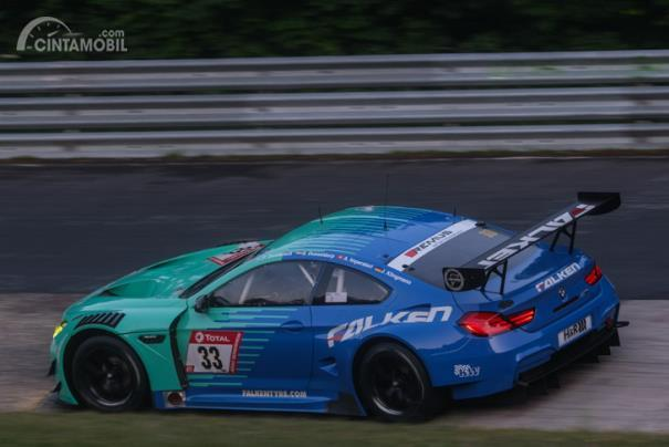 BMW Falken Racing BMW M6 GT3 berlaga di Nurburgring 24 jam