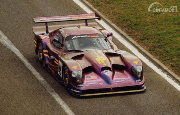 Panoz Q9 GTR-1 'Sparky' beraksi di Le Mans 24 jam 1998