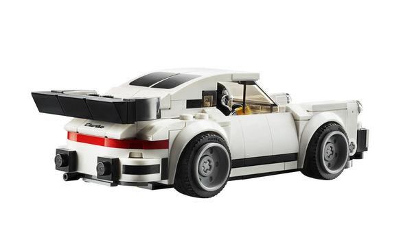 Foto Lego Porsche 911 Turbo klasik tampak belakang lengkap dengan whale tail