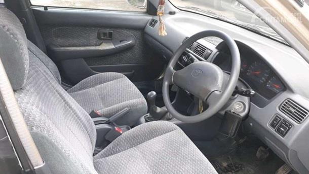 Dashboard Toyota Soluna 2000 menghadirkan AC Blower sebanyak 6 unit