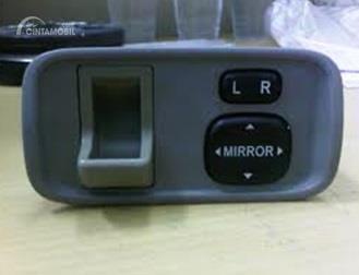 Fitur Toyota Soluna 2000 sudah menghadirkan Tachometer dan Switch Electric Mirror khususnya pada tipe GLi