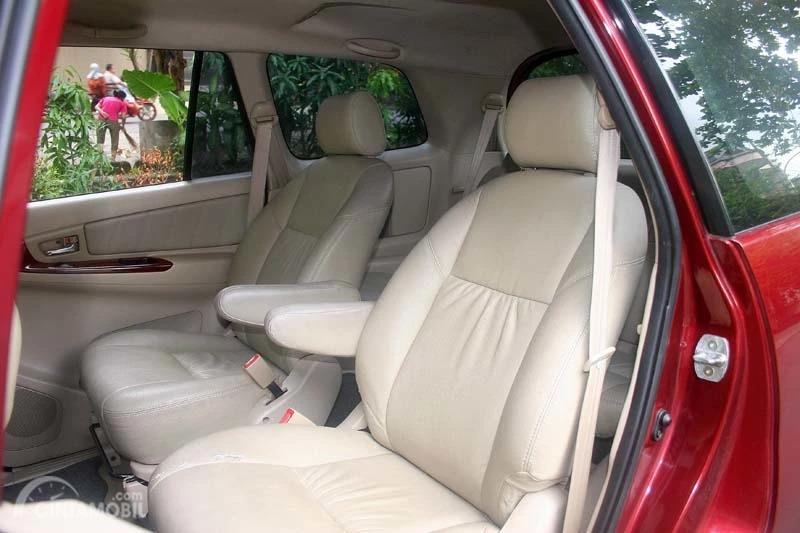 Jok Model Captain Seat Di Toyota Kijang Innova 2.7 V AT 2005