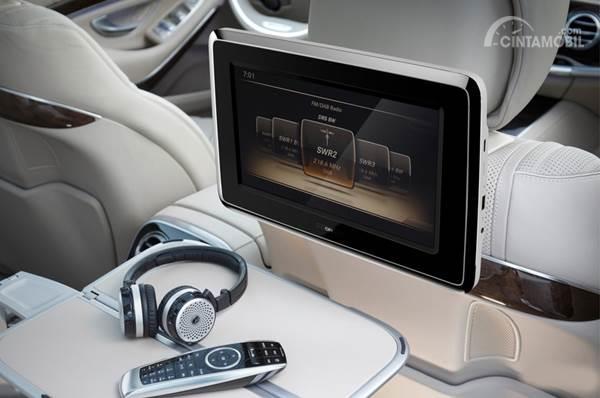 Cari Monitor Kabin, Pilih Roof Monitor atau Headrest Monitor?