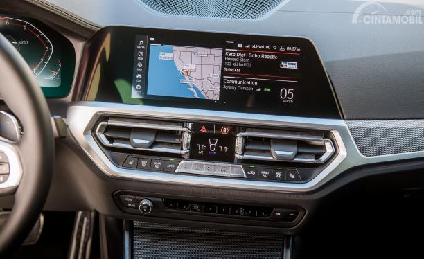 Sistem iDrive pada mobil BMW 330i touring M Sport 2020