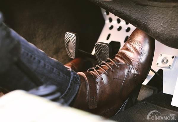 Jangan Salah Pilih Sepatu Mengemudi Biar Aman dan Nyaman