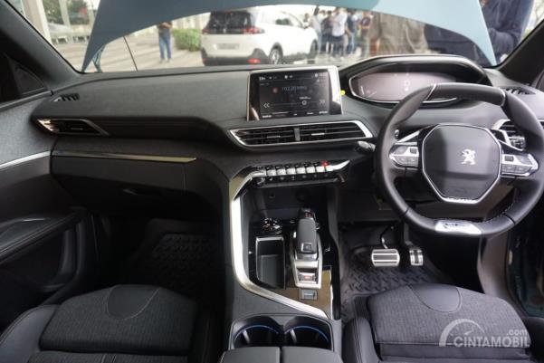 Desain kokpit New Peugeot 5008 SUV