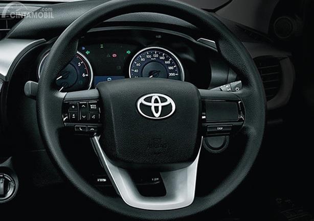 Toyota Hilux D-Cab E adalah varian paling terjangkau yang sudah dilengkapi fitur menarik pada setirnya