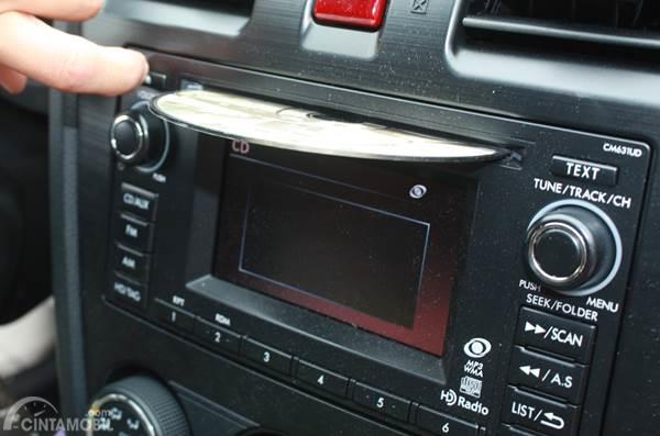 masukkan cd head unit mobil
