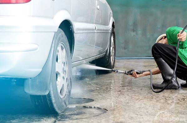 cuci kolong mobil