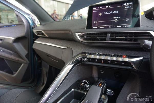Desain konsol tengah New Peugeot 5008