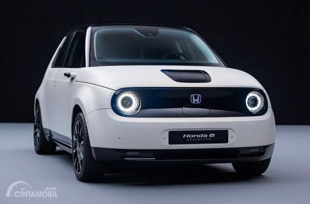 Eksterior Depan Honda E-Concept 2019 sudah dilengkapi dengan lampu LED yang berpendar warna biru
