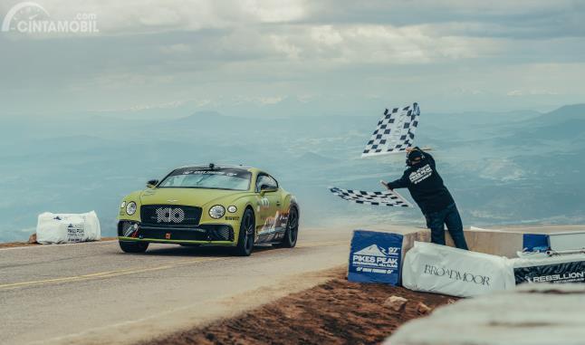 Bentley Continental GT Dinobatkan Sebagai Penguasa Baru Pikes Peak