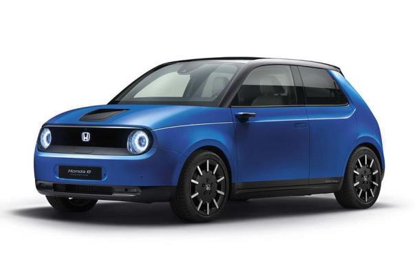 Mobil konsep Honda E dengan warna biru