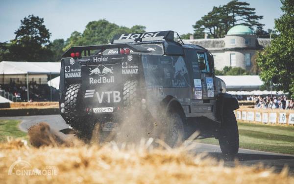 Kamaz melakukan aksi drifting Goodwood Festival of Speed 2019