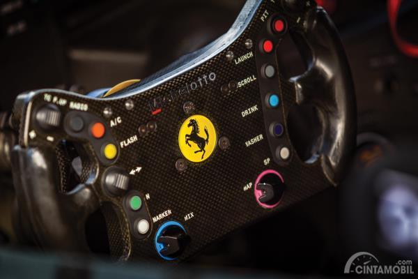 Desain setir dari mobil Ferrari 488 GTE EVO 2018