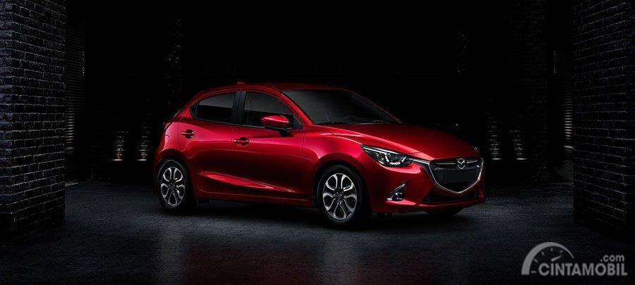 penjualan Mazda 2 2019 berwarna merah