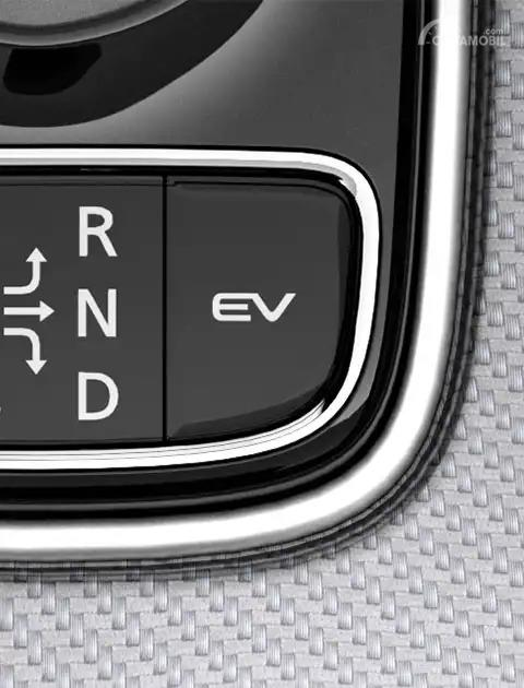 Gambar tombol EV di Mitsubishi Outlander PHEV