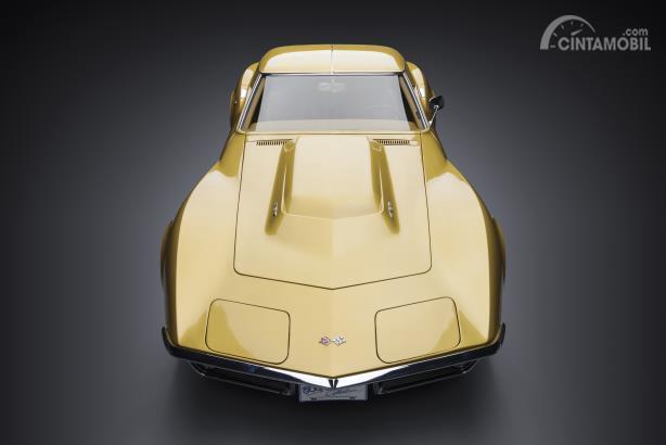 Chevrolet Corvette C3 warna emas