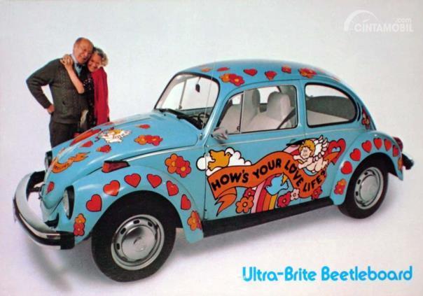 VW Beetle edisi khusus Ultra Brite berwarna biru