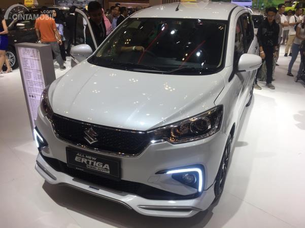 Suzuki Ertiga Suzuki Sport warna putih dipamerkan di GIIAS 2019