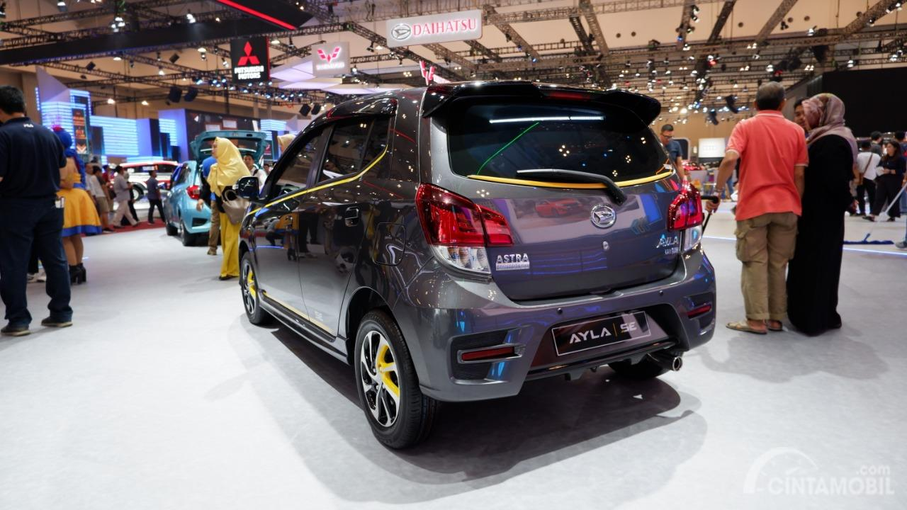 Gambar menunjukkan tampilan belakang Daihatsu Ayla SE A/T 2019