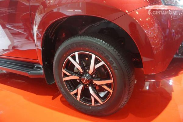Desain pelek dan ban dari mobil Isuzu MU-X 2019