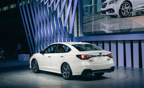 Eksterior Belakang Subaru Legacy 2020 dihias apik dengan lampu belakang berdesain baru
