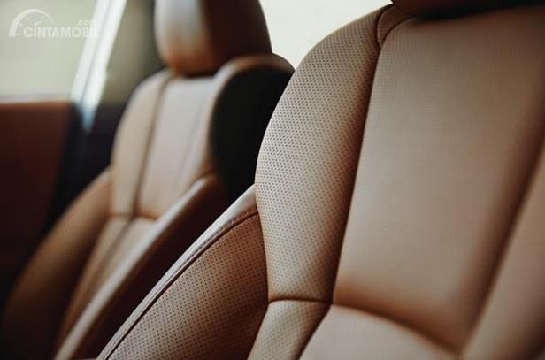 Kursi Subaru Legacy 2020 mampu menampung hingga 5 orang sekaligus