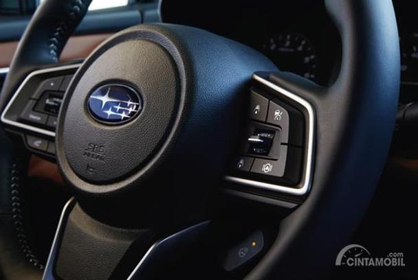 Setir Subaru Legacy 2020 menggunakan model tiga palang