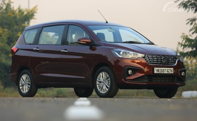 Suzuki Ertiga India berwarna merah maroon