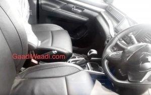kabin Suzuki XL6 berwarna hitam di India