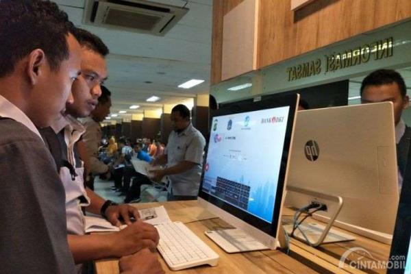 Ilustrasi pemilihan nomor polisi online