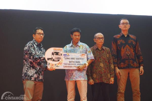 Penyerahan sarana praktikum IAMI Education Partner GIIAS 2019