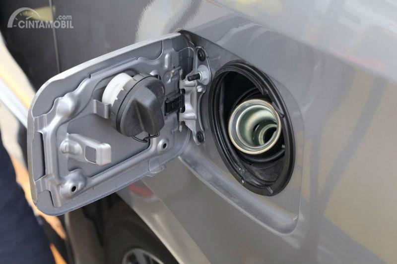 Jalur isi bensin pada mobil