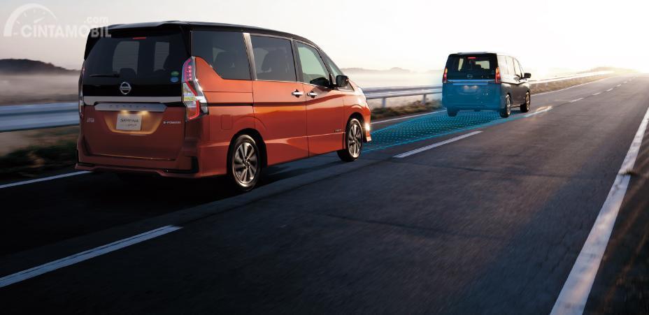 mobil baru dan varian Nissan Serena 2019 Hybrid berwarna merah
