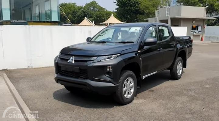 Gambar menunjukkan Mitsubishi New Triton HDX 4WD M/T 2019 berwarna hitam