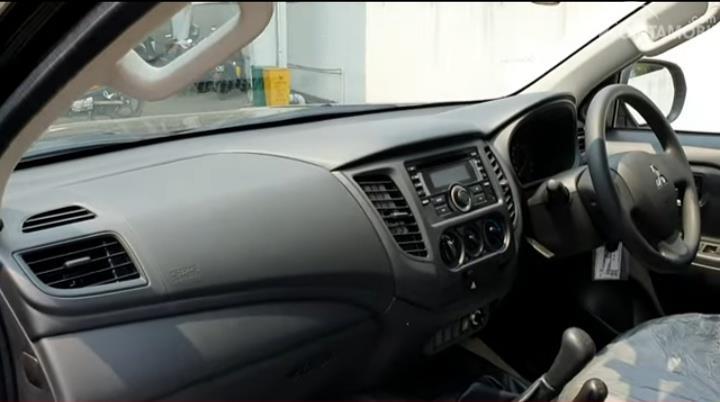 Gambar layout dasbor Mitsubishi New Triton HDX D-Cab 4WD M/T 2019 dengan kelengkapan fitur di dalamnya