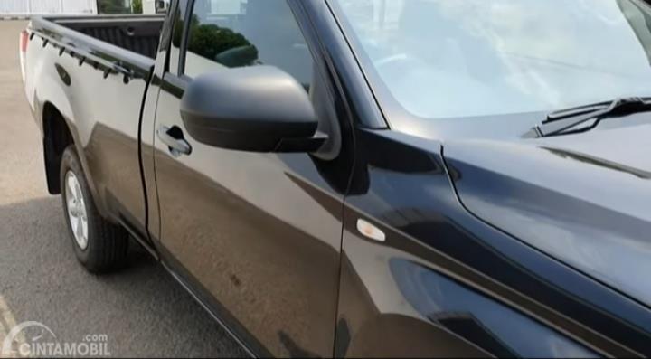 Gambar menunjukkan spion samping Mitsubishi New Triton HDX S-Cab 4WD M/T 2019