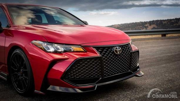 Eksterior Depan Toyota Avalon TRD 2020 hadir dengan fitur baru yakni Front Splitter serta desain Grille menawan