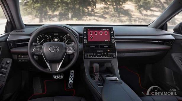 Interior Toyota Avalon TRD 2020 didominasi dengan dua warna yakni hitam dan jahitan berwarna merah
