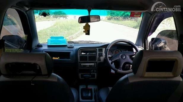 Dashboard Chevrolet Tavera 2001 dikemas dengan desain yang biasa saja tapi punya fitur hiburan lengkap