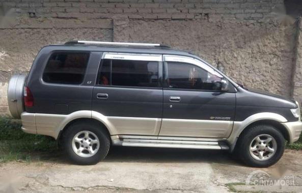 Eksterior Samping Chevrolet Tavera 2001 dilengkapi dengan Roof Rail yang punya dua fungsi menarik